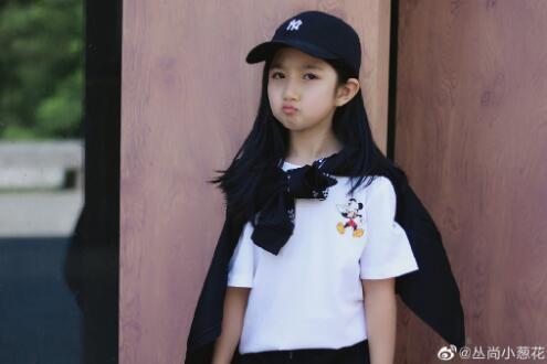 《以家人之名》小李尖尖眼熟?4岁亲易烊千玺,小学班长私服漂亮