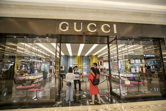 奢侈品卖不动了!Gucci销量下滑34%,LV也下降近三成