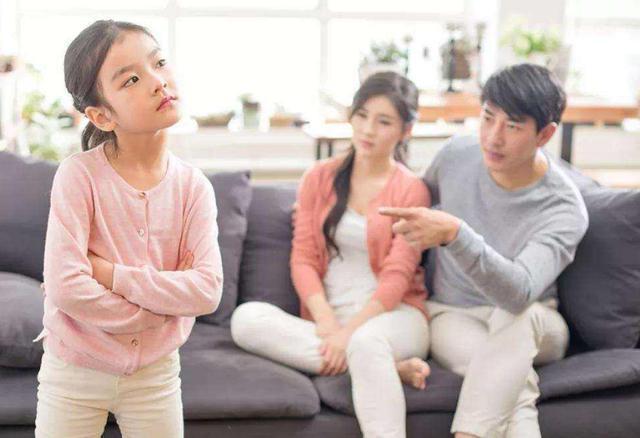 孩子狂妄自大?家长要引导孩子换位思考,让孩子学会尊重他人