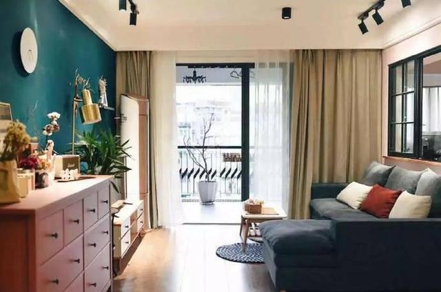 简欧混搭风格的新房完工,墨绿色背景墙着实漂亮,入屋就被迷住了