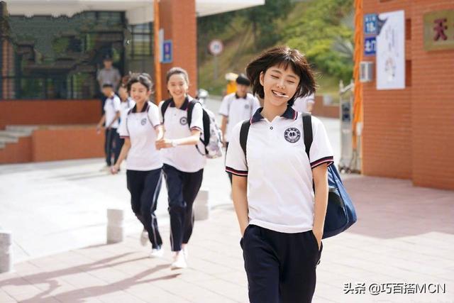 30岁谭松韵少年感真足,出演高中生毫无违和感,妆发穿搭成关键