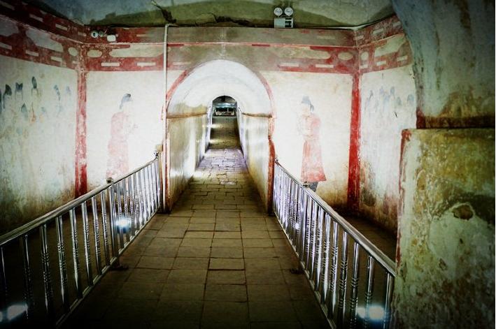 中国最邪门的古墓:石棺上刻着诅咒,鲜血淋漓-第2张图片-IT新视野