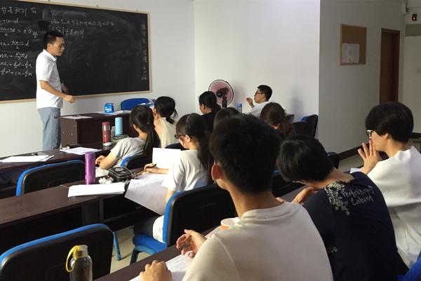 教书先育人—专访联考中国昆山分校校长董杨