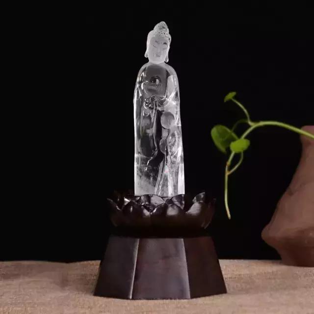 邵存通水晶作品:细致传神写意佛教艺术