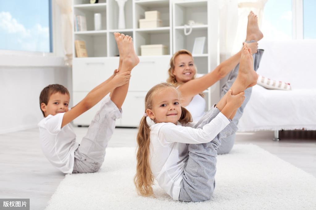 为爱行儿童康复中心双膝单膝立位转换 训练