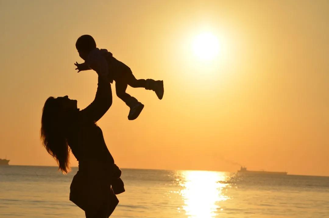 那些从小得不到积极回应的孩子,长大后会怎样?