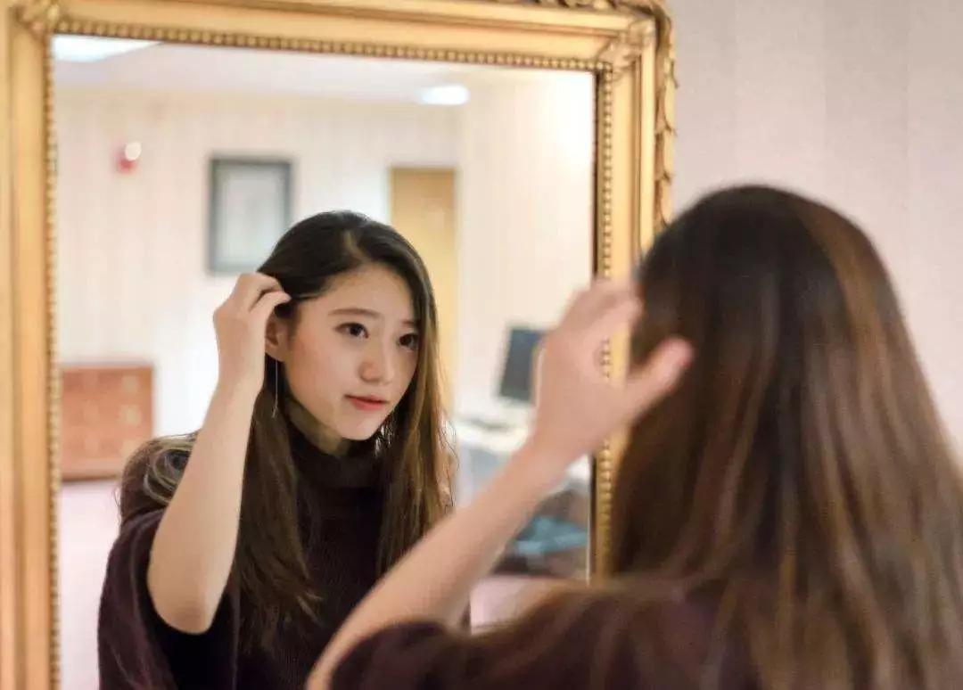 镜子中的你,并不是你真实的相貌  商