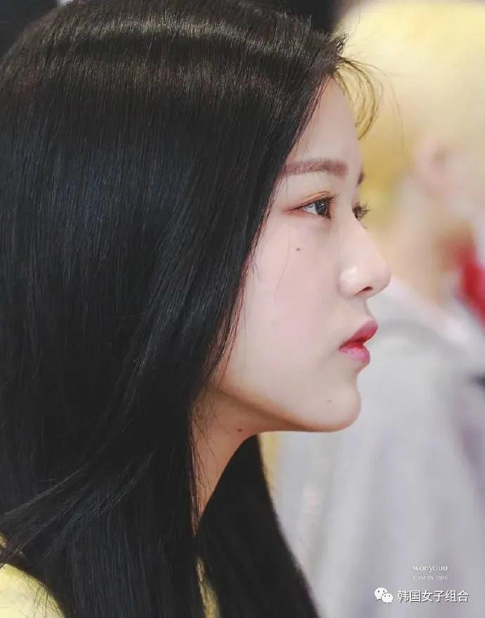 绝美的女团爱豆侧脸线条,从额头到下巴都是精心雕刻的艺术品