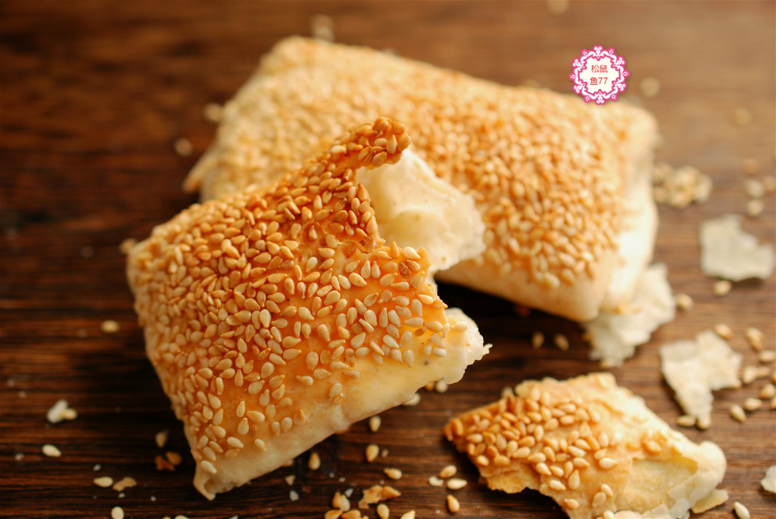 一捏就碎,一碰就掉渣兒,一吃倍儿香的油酥小燒餅,做法超簡單