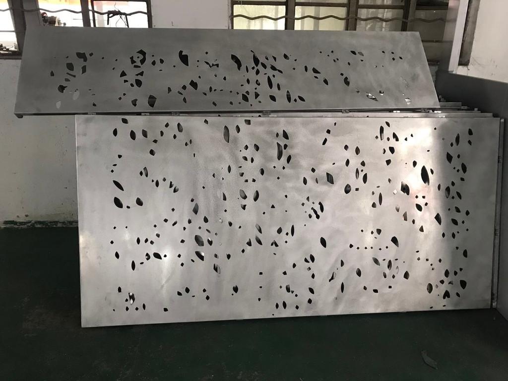 氟碳木纹冲孔铝板价格