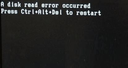 电脑出现黑屏英文字母怎么办(电脑开机黑屏一串英文)