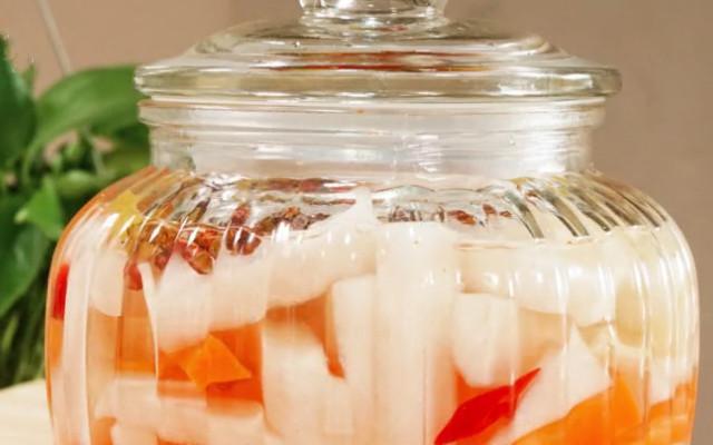 腌制萝卜的做法 白萝卜片这样腌 颜色鲜艳 口感更加爽口清脆