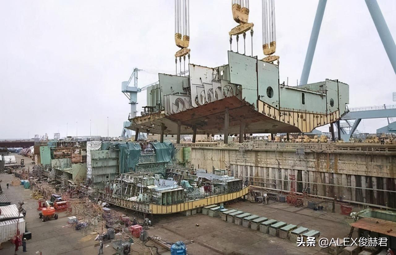 全球最强航母将交付:12万吨75架舰载机,问题和实力一样强大