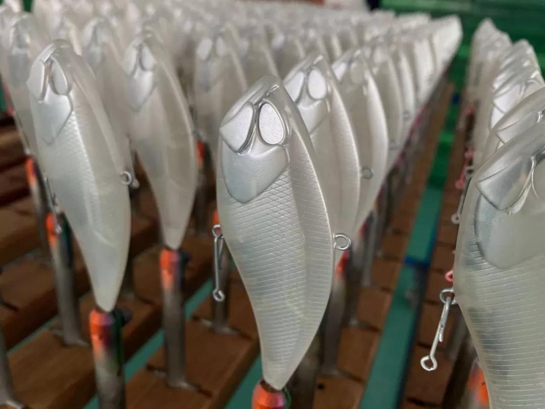 宁波小伙卖塑料鱼饵发大财!战斗民族都爱用它钓鱼