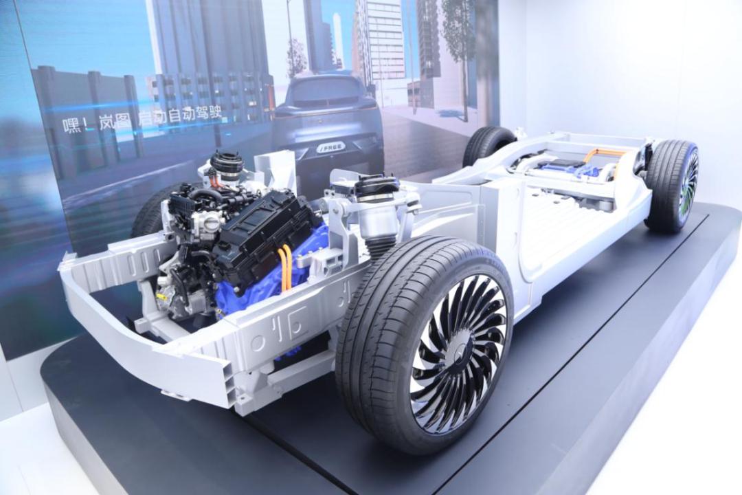 5G智能座舱+原生智能电动架构!岚图首次亮相多项黑科技