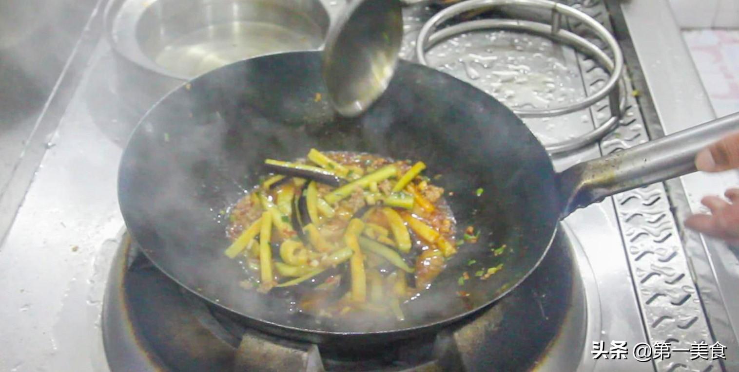 开胃下菜的鱼香茄子堡,这样做香味扑鼻,拌米饭连汤汁都不剩 美食做法 第8张