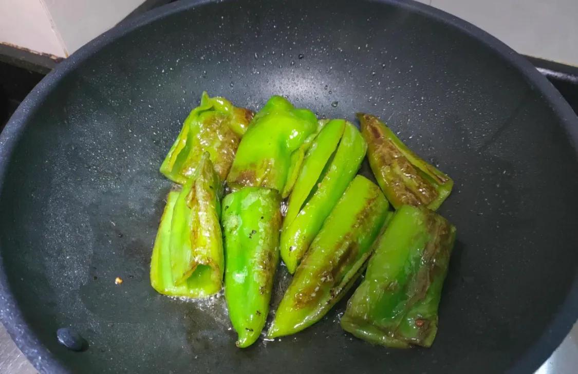 下饭的虎皮尖椒,超简单 美食做法 第5张