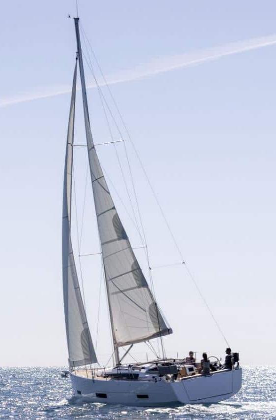 「单体帆船」和「双体帆船」哪个更好?