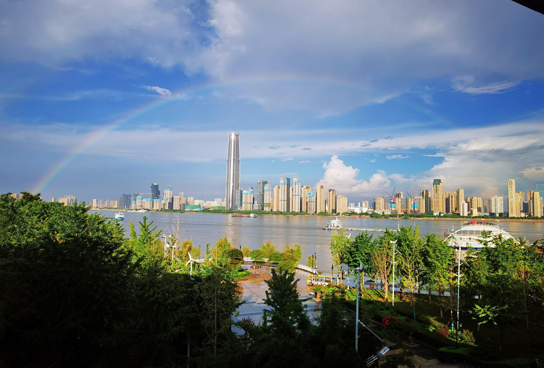 """""""超长版""""三伏最后一天,雨后江城现完美双彩虹"""