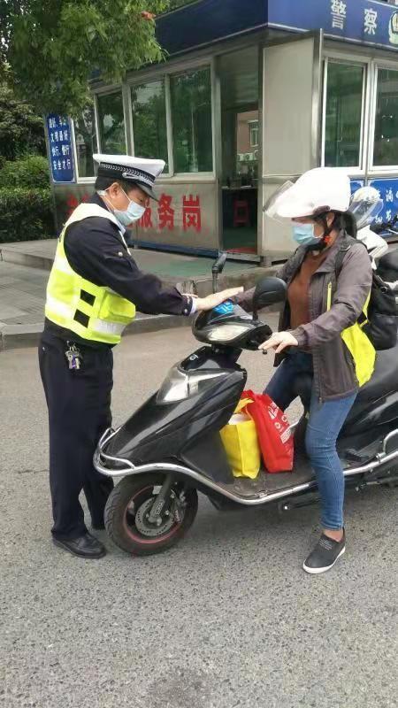 湖北宜昌市公安局交警支队葛洲坝大队外勤中队长胡俊峰