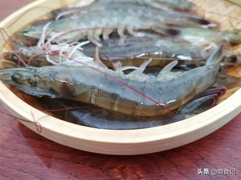 水煮蝦,冷水煮還是熱水煮? 大廚教你正確做法,蝦肉細嫩,還不腥