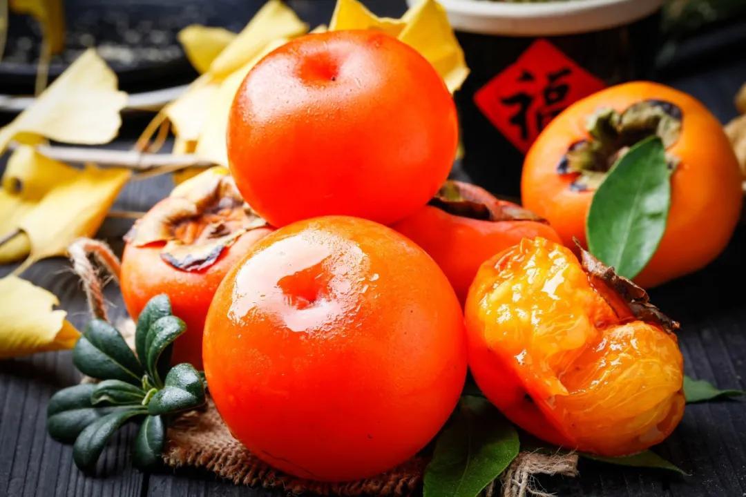 """""""一个柿子十副药"""",又见柿子成熟时,怎么吃才健康"""