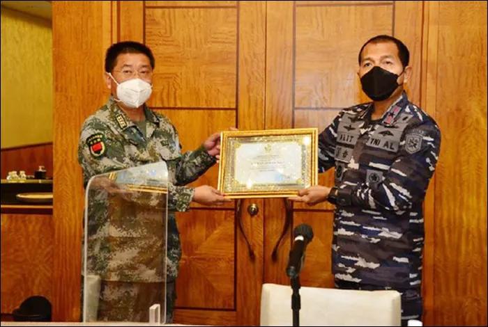 国际日报   什么情况?印尼军方宣布潜艇打捞结束 感谢中国海军协助