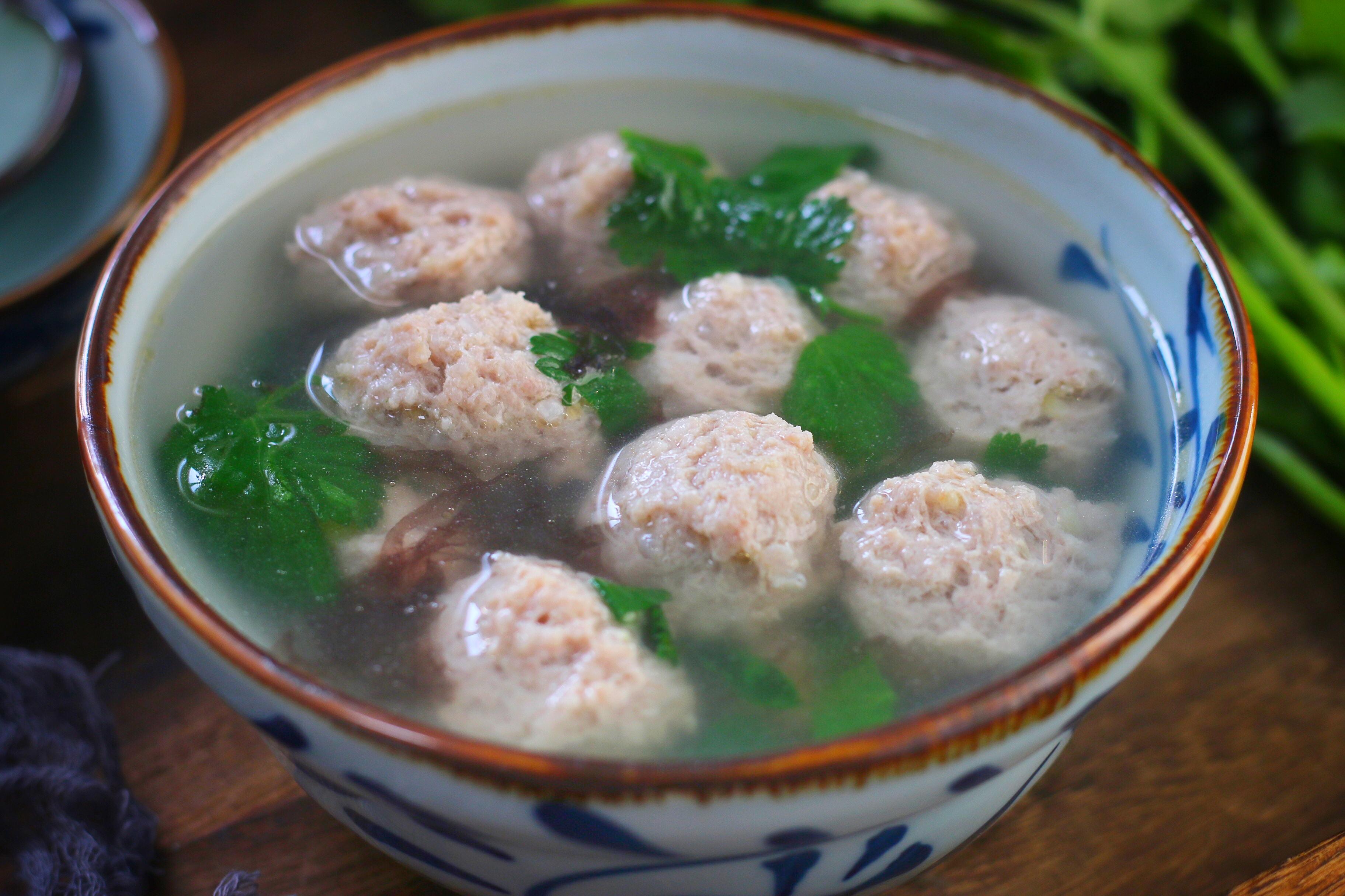 煮肉丸紫菜湯,不要加澱粉和雞精了,肉丸嫩湯鮮美,訣竅公開
