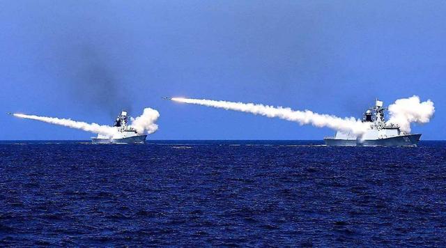 """无视警告?美英法德军舰驶向南海,解放军被迫""""亮剑"""""""