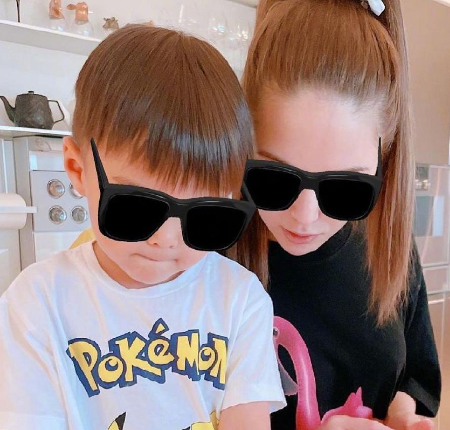 昆凌曬出兒女正臉照,女兒的顏值成焦點,和年輕的周董一模一樣