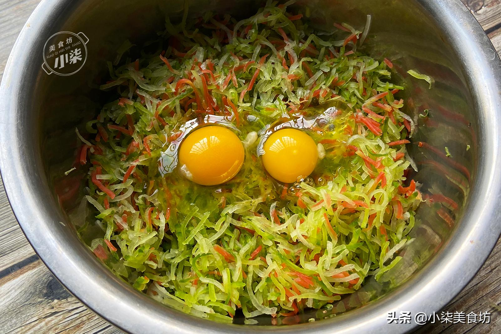炸蘿蔔丸子不加一滴水,老式做法,丸子外酥裡軟,放10天也不硬