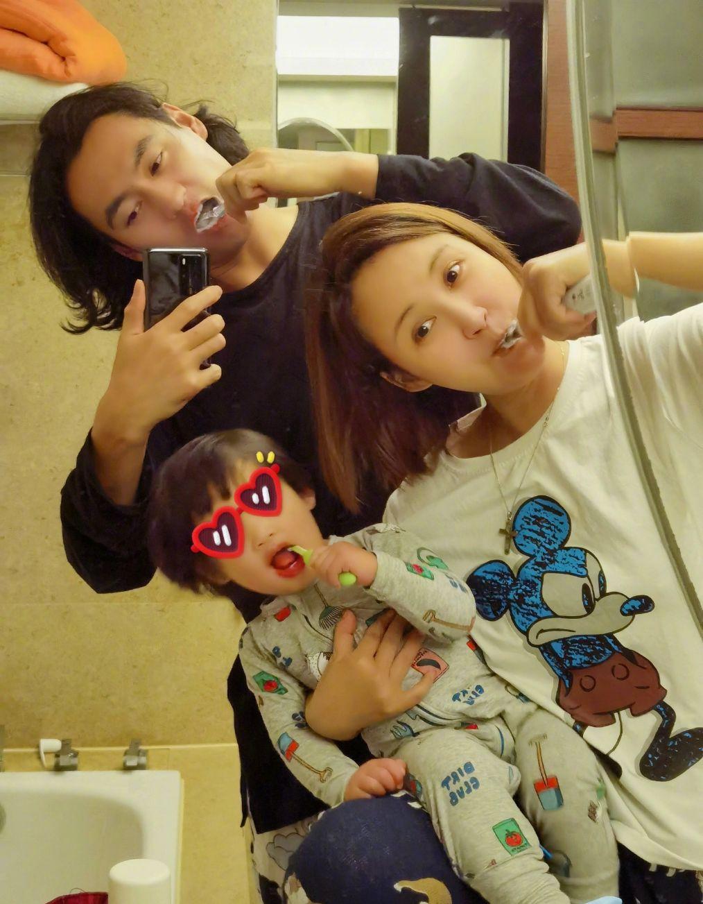 张歆艺1岁半儿子获妈妈圈好评:孩子的举止,暴露出夫妻关系真相