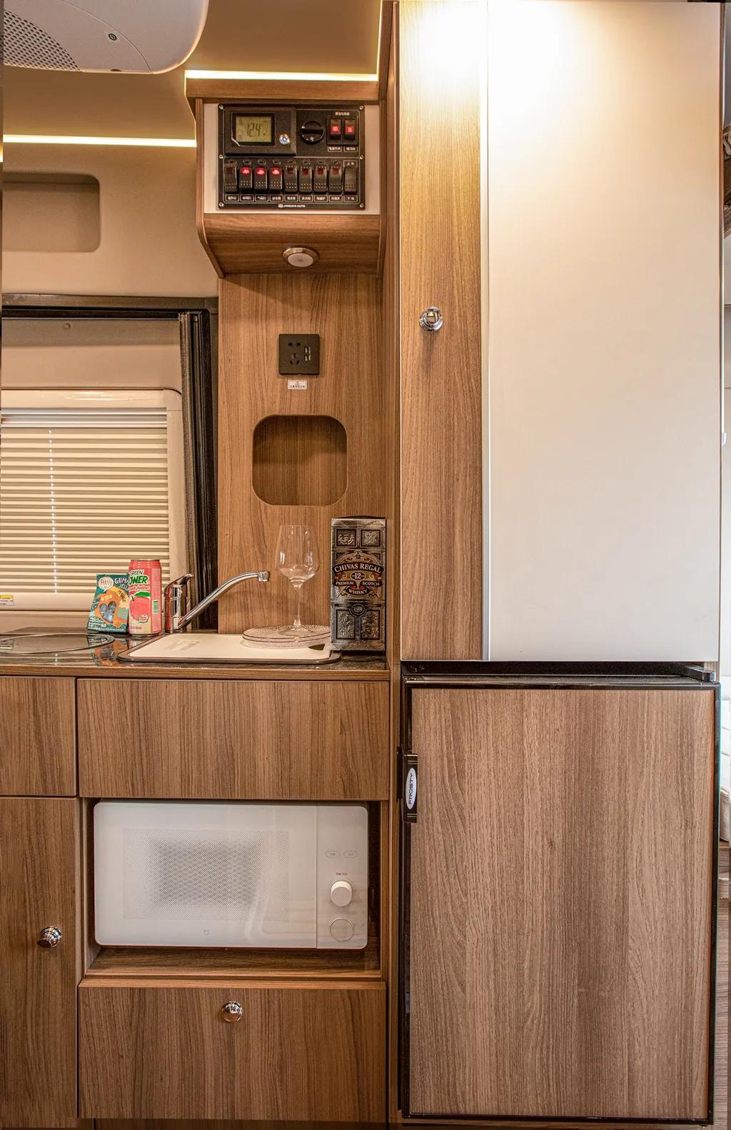 完美结合了实用性与舒适性,金冠宾歌B900房车来袭