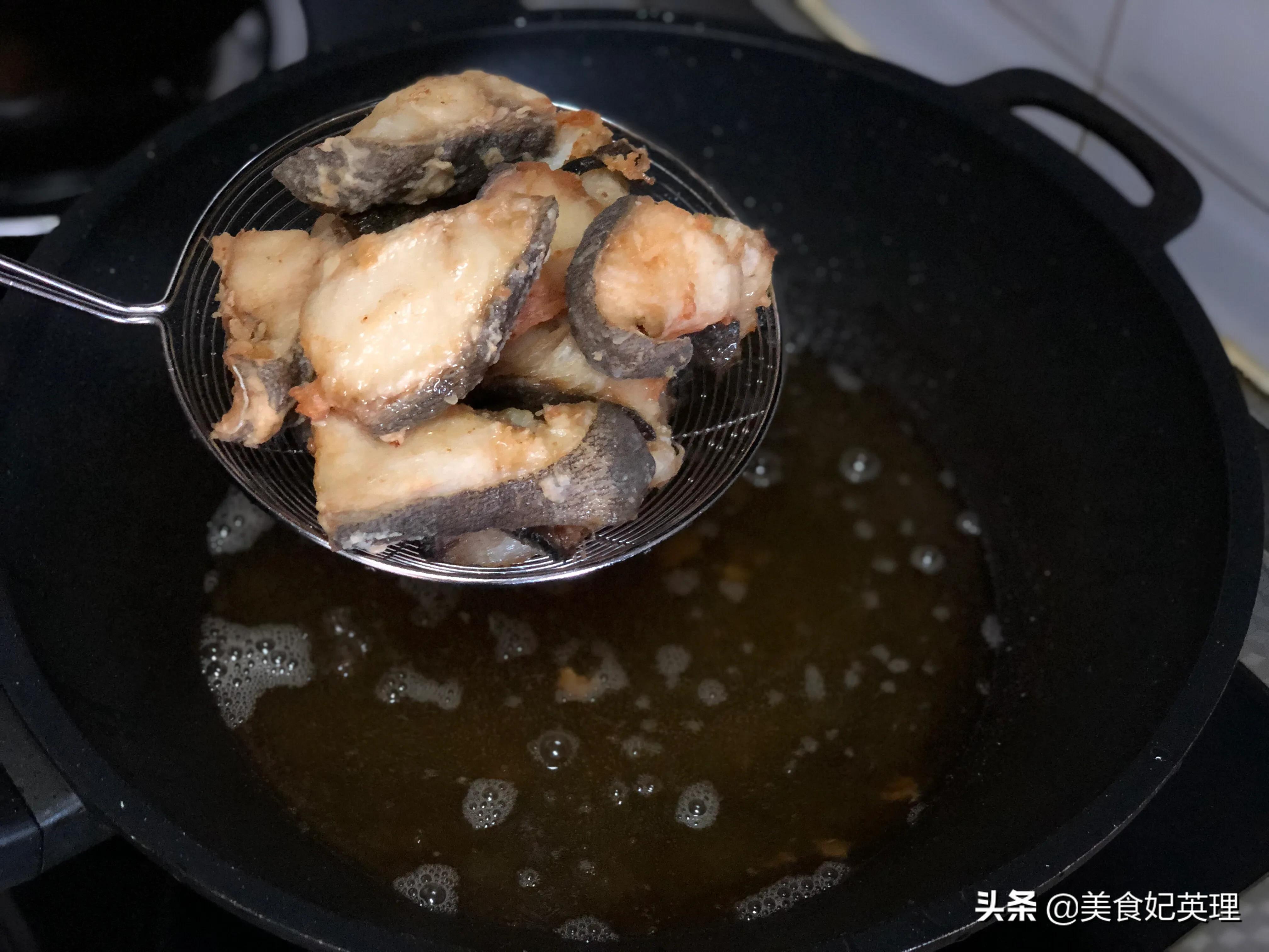 鳕鱼别再炖着吃了,试试这做法,麻辣鲜香巨下饭,老公直竖大拇指