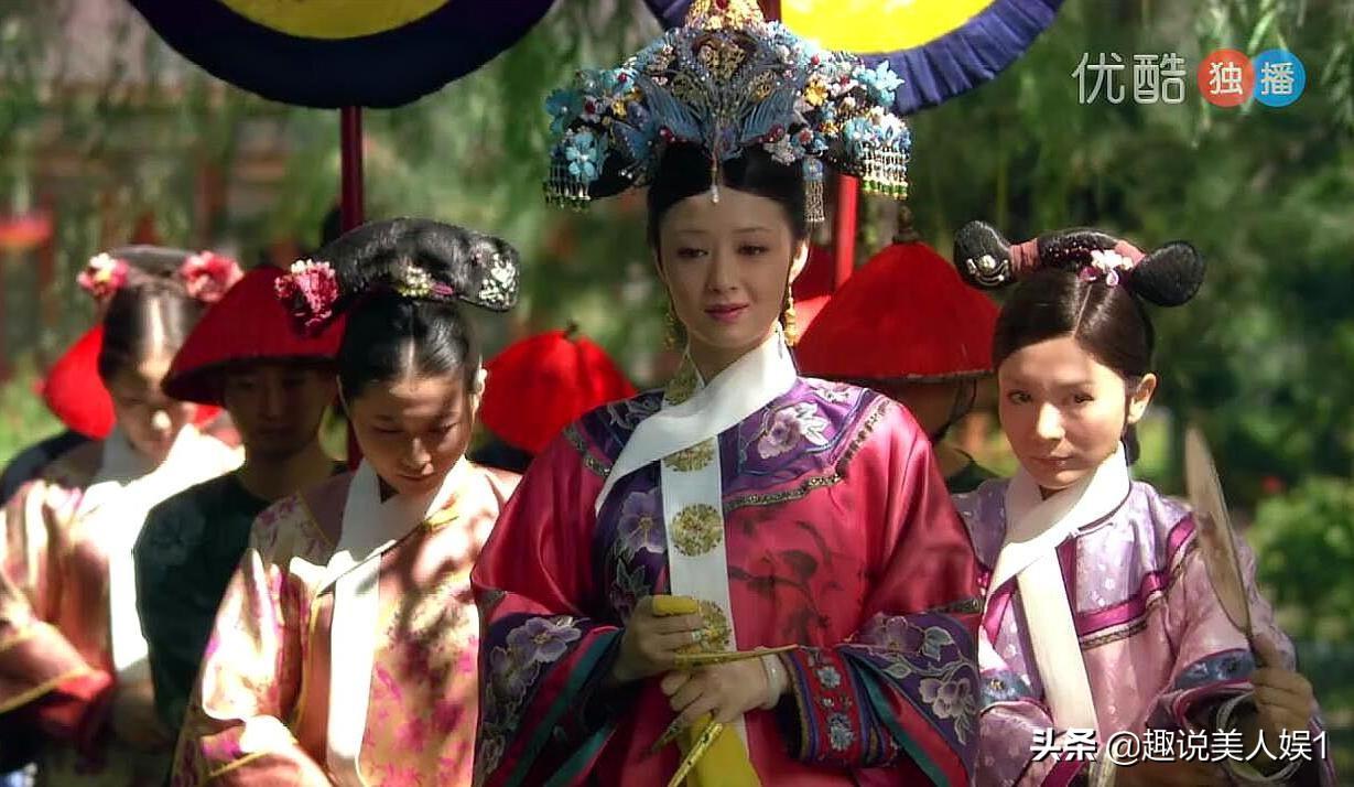 甄嬛傳中難得三位嬪妃旗頭全副點翠,如懿傳里的點翠卻人人都有份