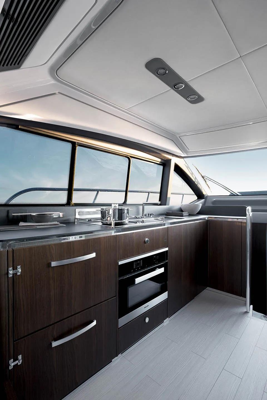 全长16米,三客舱布局,阿兹慕Azimut 50豪华飞桥游艇