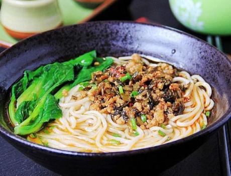 10分钟快手早餐 肉末青菜热汤面的做法: 营养又美味