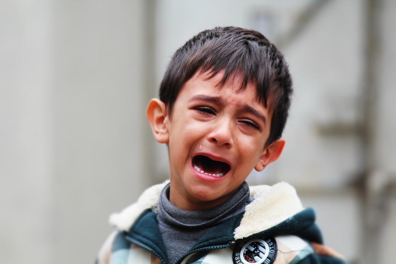 孩子总是喜欢哭闹,并非是无理取闹,可能是这4个原因