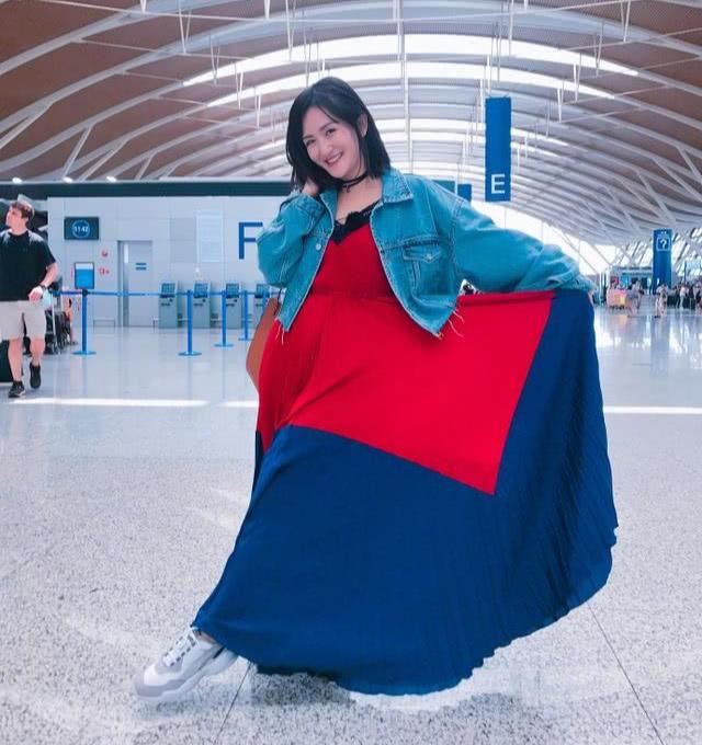 39岁谢娜混入女团跳舞,动作灵活,表情满分,完全看不出年龄差