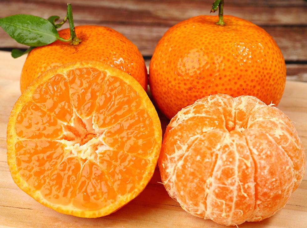 买砂糖橘时怎么挑?学会这4个挑选技巧,包你买到的橘子香甜多汁