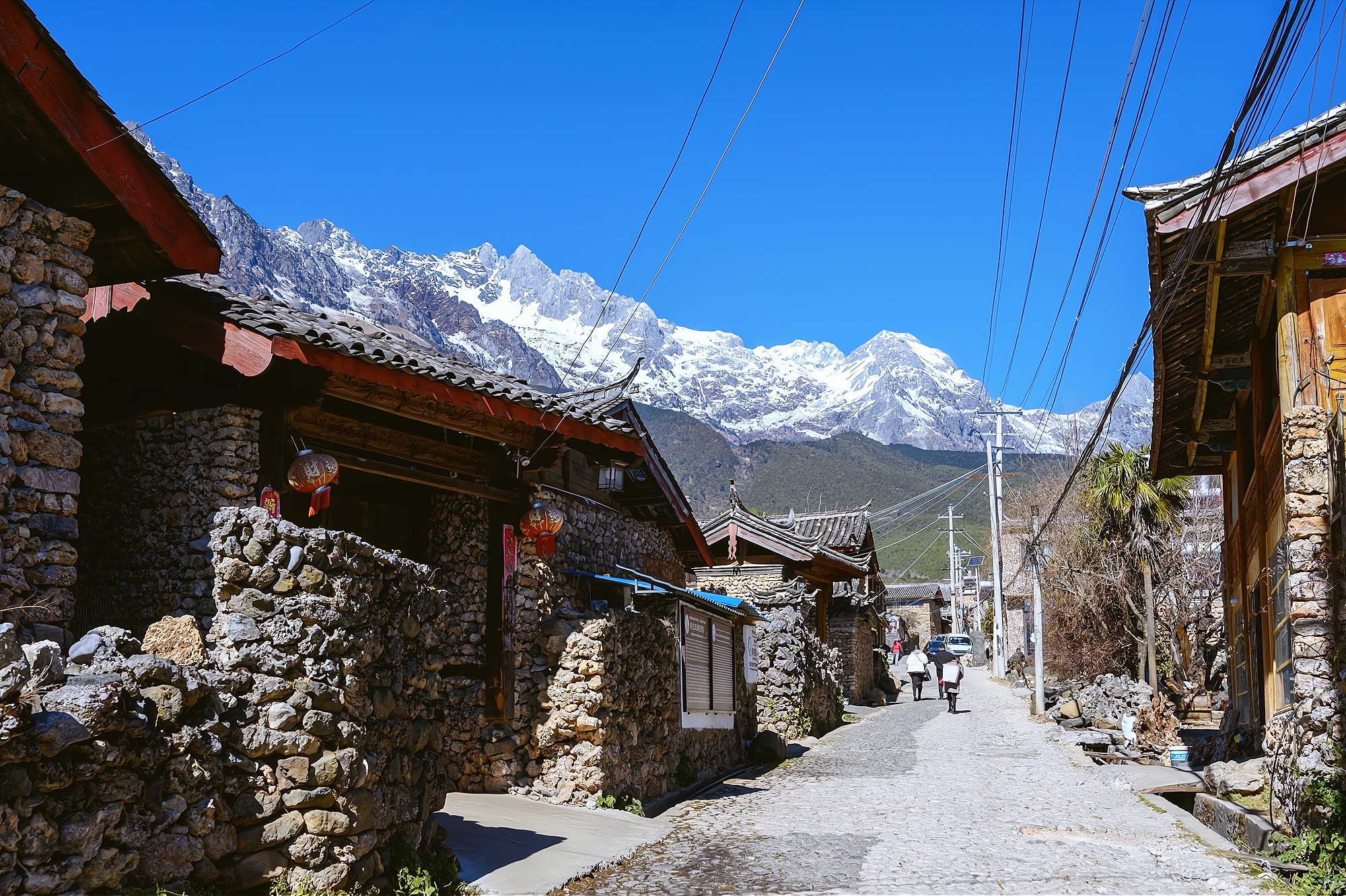 """玉龙雪山脚下有个古村,被誉为""""玉龙山下第一村"""",美如人间仙境"""