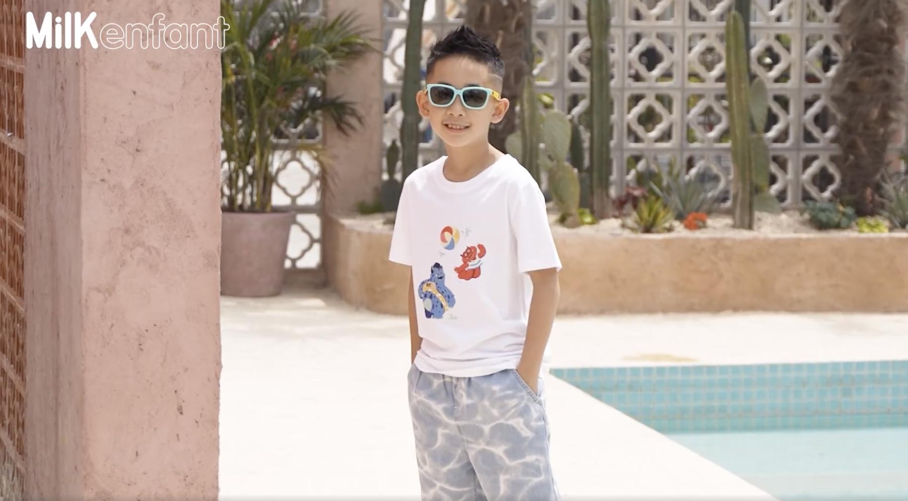 Jasper拍六一写真,8岁小小春长成翩翩少年,玩水吹泡泡充满童趣