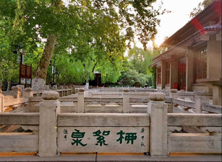 """历史上第一个为济南""""七十二泉""""作诗的人,是谁?"""