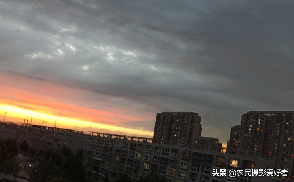 北京天边惊现双侧彩虹及怪云奇观
