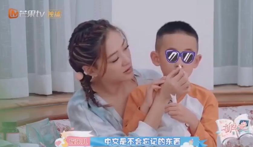 Jasper不认识汉字,应采儿严厉育儿:必须学会中文