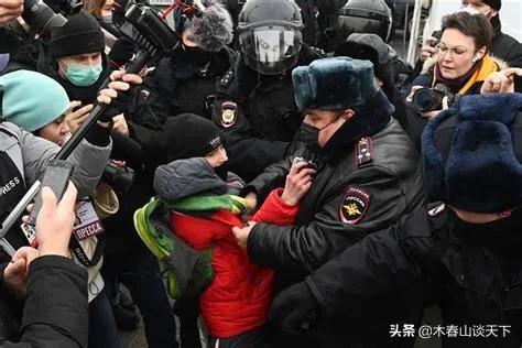 俄罗斯有点乱!60多城爆发抗议 数千人被捕 与普京反对派有关