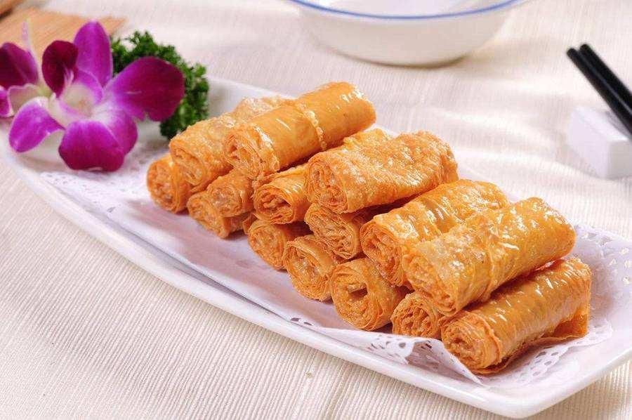 干炸响铃,杭州名菜之一,馅料通常是以荤馅为主