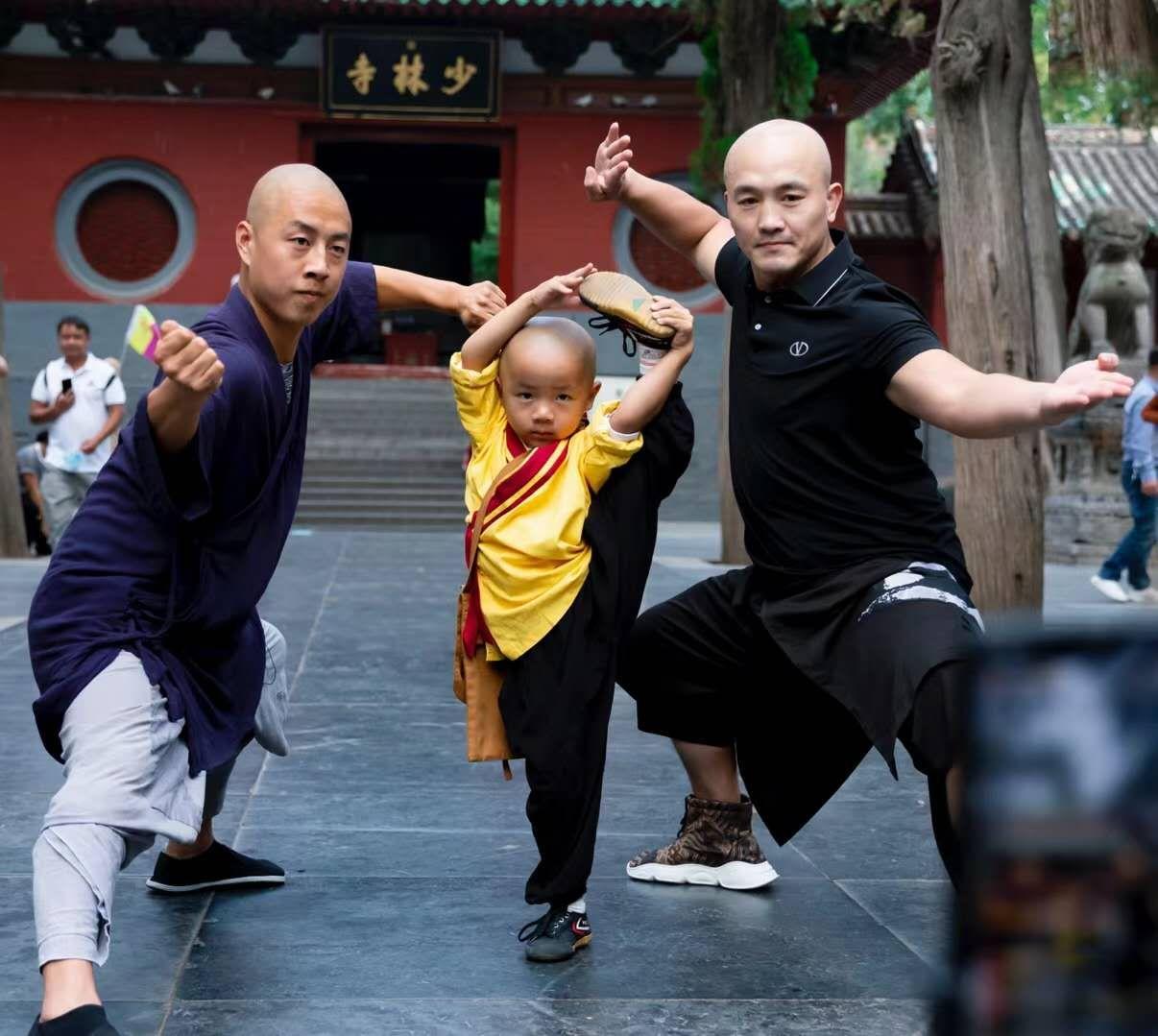 一龙携手释小龙造访少林寺,获少林官方接待,遗憾未与释永信见面