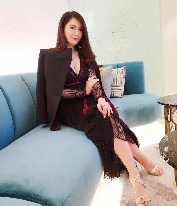苟芸慧爆肥:曾经因与郭富城绯闻而爆肥到150斤 如今瘦身乐成上传使命照惊艳粉丝