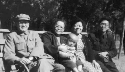 1949年,毛主席想拿一幅图当国旗,张治中却反对:摆根金箍棒干嘛